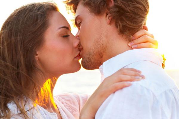 Мягкий и настойчивый поцелуй
