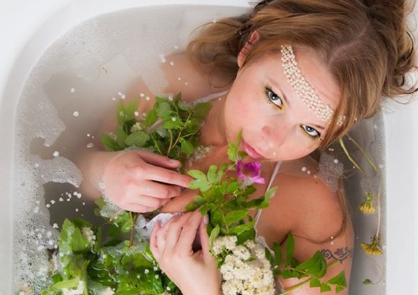Благотворно влияют на стенки сосудов ванночки из трав