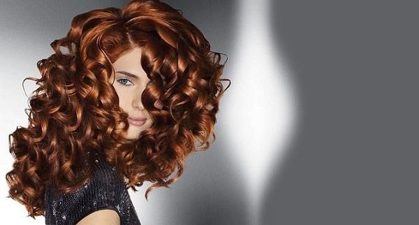 Идеи причесок для вьющихся волос