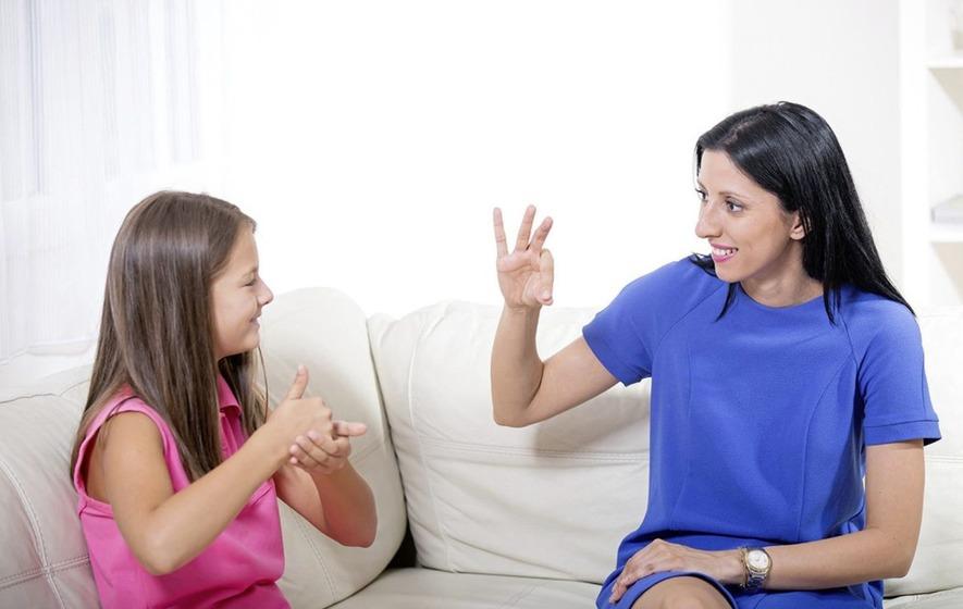 Фото - Как самостоятельно освоить язык жестов, на котором общаются глухонемые?