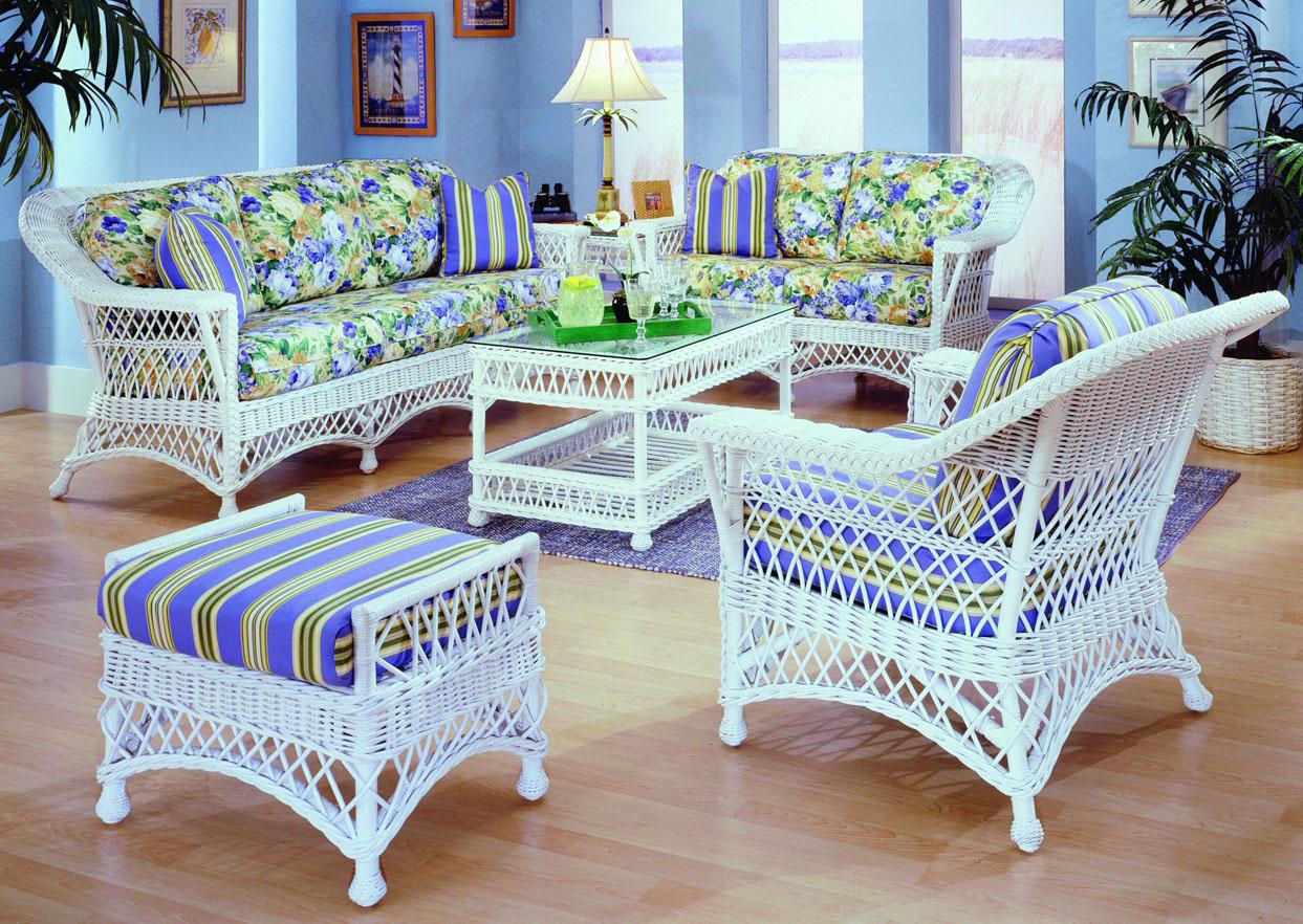 Дачная складная мебель может быть плетеной